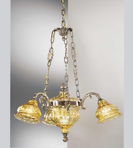 Lampadario a sospensione in ottone con paralumi in vetro Art. 572/3+2 AM